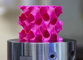 美国科学家成功研制3D石墨烯材料 强度是钢铁的十倍