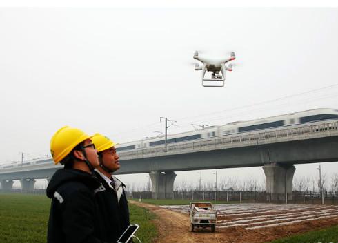 无人机助力河南鹤壁巡检高压输电线路