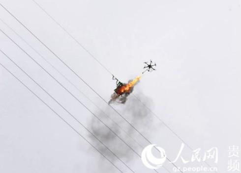 喷火无人机助力贵州安顺顺利解决高空电路隐患