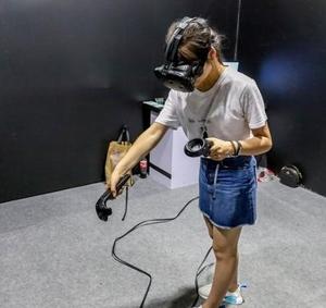 丹尼尔●库克开发VR项目 使用16个传感器