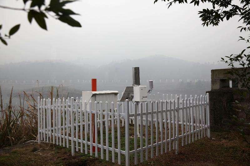 陕西安康市首个大气负氧离子监测站在汉阴县凤凰山国家森林公园建成并